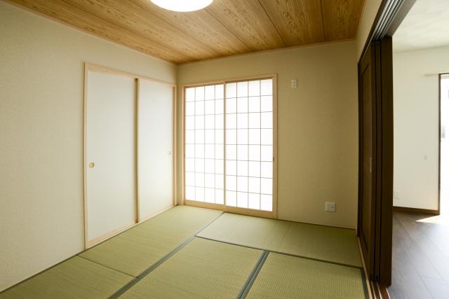 和室や畳の部屋におすすめ、フラットベースのハンガーラック